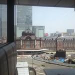 鉄板焼 天 本丸 - 東京駅が見えます