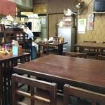 町の小さな食堂 日天 - 4人テーブル×3、2人テーブル×3
