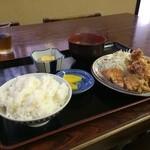 町の小さな食堂 日天 - 唐揚げ定食650円