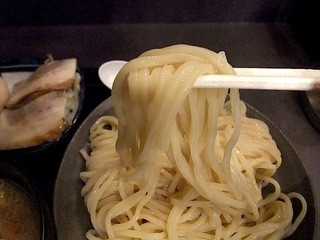 三ツ矢堂製麺 大船店 - 角張った弾力のある麺