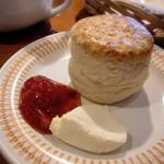 ブンブン紅茶店 - スコーン