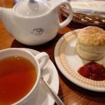 ブンブン紅茶店 - クリームティー  970円