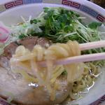宝華 - つるつるタイプの麺