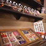 えびす駄菓子バー - 駄菓子コーナーにはたくさんの駄菓子!