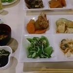 沖縄食彩 あじまあ - てびちの煮付、へちまの味噌炒め、サラダ、きびなごの南蛮漬け
