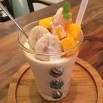 ビタ スムージーズ - ココナッツとバナナとマンゴーのスムージー♡ 高いがうまい。