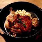 30848842 - 骨付き鶏のコンフィ エブリ麦のリゾット添え(1,400円:税込)は、ディナータイムの仏光寺店限定メニューだそうです。