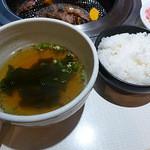 鶴橋ホルモン本舗 - 黒毛和牛ランチ 1800円 わかめスープ・ご飯