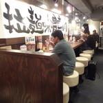 味噌屋せいべえ 池袋西口 - 店内左側(カウンター席)