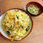 伸ちゃん - カツ丼(¥550)。沖縄風は素のカツの上に、野菜炒めの玉子とじが乗っている