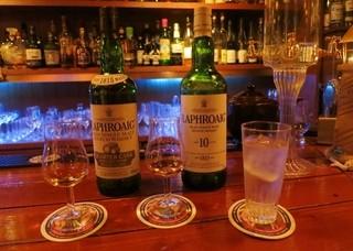 クルーズクォーターズ - LAPHROAIG 10yrsとクォーターカスクの飲み比べ。