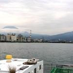田子の浦港 漁協食堂 - 田子の浦港と恥ずかしがり屋の富士