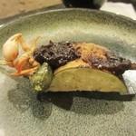 高森田楽の里 - そうこうしてると囲炉裏の料理が焼きあがって来ました、野菜の串にはさわ蟹も一緒になってます、カリッと香ばしくて美味しかったです。
