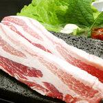 KOREAN CUISINE RESTAURANT 五湯道   - 一番人気プレミアムポーク「麦富士」を使用した、当店自慢のサムギョプサル!