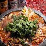 KOREAN CUISINE RESTAURANT 五湯道   - 辛くて旨いからクセになる!ソーセージや豆腐、野菜、キムチなど具沢山!