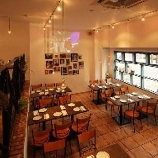 1階宴会時5人席か6人席を5テーブル利用貸切になります。