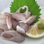 日田 鮎やな場 - 単品で頼んだ、鮎のせごし。小振りの鮎を中骨ごとスライスしたものです。 さっぱりした鮎の身とゴリっとする歯応えを味わう爽やかな料理。