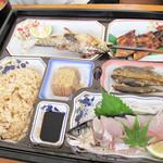 日田 鮎やな場 - 松定食3,100円。鮎づくしに鰻の蒲焼や鯉こくも付いてます。