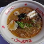 ふかがわ らぁめん道場 極 - ふかがわブラック鶏三麺(みそ) 600円