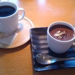 カフェ ドルフィン - 食後のコーヒーと濃厚チョコプリン