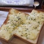 かうひいや珈和 - チーズトースト200円