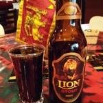 30870808 - 『LION STOUT』(600円)!スリランカのライオン・ブルワリーが醸造しているビール!私の大好きな漆黒のスタウトビールだぁ~♪(^o^)丿