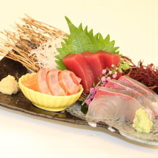 毎日市場から仕入れる新鮮魚介!
