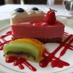 ボア・ド・ブローニュ - ケーキ2種とフルーツ