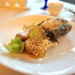 香桃 - 左:黒豚で包んだフォアグラ・ド・カナールの炒め  右:蓮の葉で包んだ炒飯