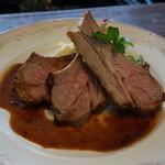 エルミタージュ - 料理写真:仔羊のロースト、タイム風味・・絶品