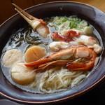 かにや - 「かにや特撰海鮮塩麺 (1300円)」は海鮮よりも、麺の美味しさ♪