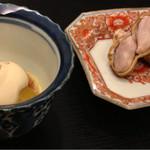 蕎酒季菜 玄武庵 - お通しのイチジクとトマトのゴマクリーム掛け。落花生とバジル味噌♡