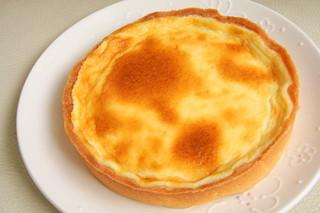 ルジャンドル 長田店 - ベイクドチーズタルトは濃厚な北海道産クリームチーズを使用し、チーズとレモンのハーモニーが楽しめる爽やかな一品
