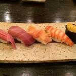 30878231 - お好み寿司 左から 大トロ、中トロ、赤貝、車エビ、うに