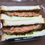 大浦食堂 - サーモン(320円)のサンドイッチ