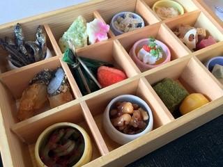 醐山料理 雨月茶屋 本店 - 一段箱膳