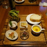 ルカ - 前菜とパン、スープ、サラダなど