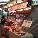 ワタナベ鶏肉店 - この店だけは活気があります!