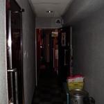 ペチカ - 3Fの廊下から入り口を望む(フラッシュ撮影)