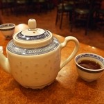 良友酒家 - お茶はポットで淹れてくれます
