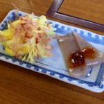 お好み焼き さのや - 料理写真:お通しの花オクラとコンニャク田楽