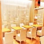 24/7 café apartment - 1名様から8名様までご利用頂けるお席もございます。