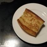 BAR TOTTI - パン~いくつ食べた?