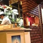 NICO'S - 喫茶店居抜きの厨房は狭い。立ち回りが大変そうだ!