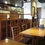 キッチン ヒロ - テーブル席からカウンター席