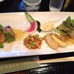 グリーンスポット - スペシャルプレートランチ(スープ、サラダ、ライス付) ¥1,080- 秋鮭のムニエル&パリパリ焼チキン柚子胡椒