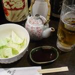 馬鈴薯 - 料理写真:串カツセット ¥1000 のキャベツとソースとビール