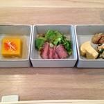 てりょうり おおや - 1品目 かぼちゃの胡麻豆腐、飛騨牛、里芋の唐揚げ