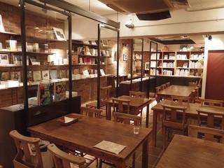 Rainy Day Bookstore & Cafe - センスの良い隠れ家のカフェ