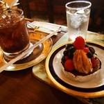 神戸にしむら珈琲店 - にしむらアイス珈琲&焼き無花果とベリーのタルト
